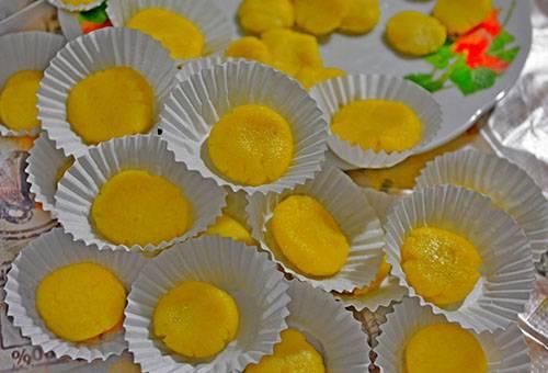 Appâts pour blattes à base d'œufs, d'huile et d'acide borique