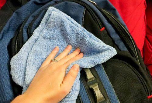 nettoyage manuel du sac à dos