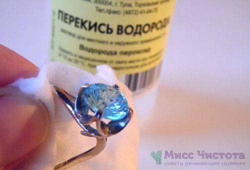 Peroxyde d'hydrogène pour le nettoyage des produits d'argent