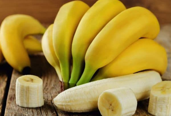 Bananes mûres sur la table