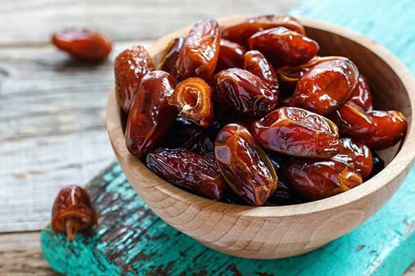 Bol en bois avec dates