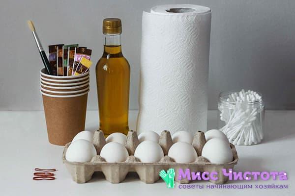 Œufs, serviettes de table et colorants alimentaires