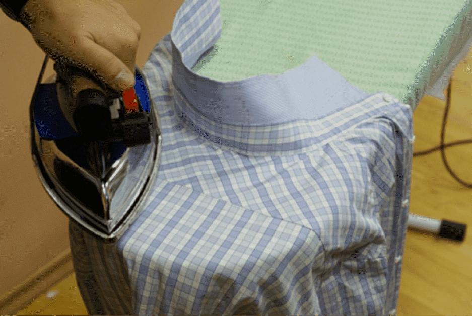 Een geruit hemd strijken