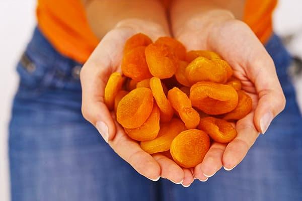 Une poignée d'abricots secs