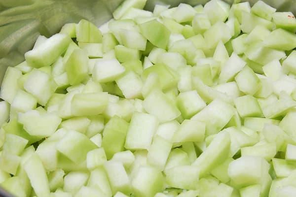 Écorces de melon d'eau en dés