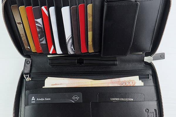 Geld- en bankpassen in de portemonnee