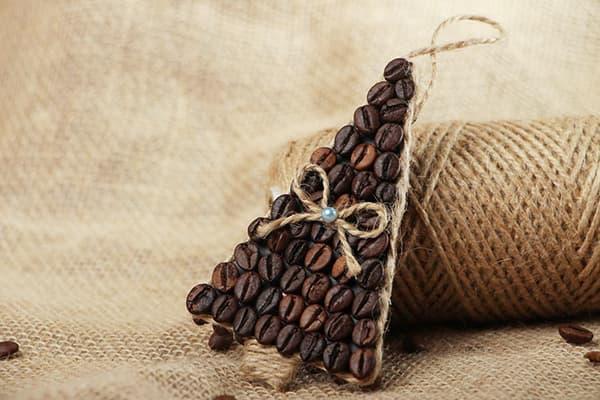 Sapin de Noël décoratif fait de grains de café