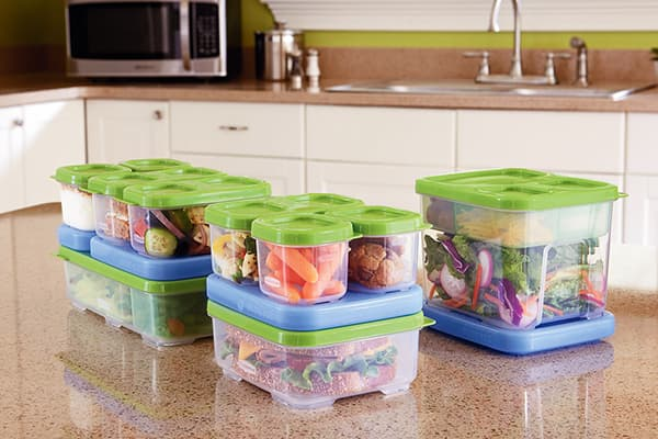 Producten in plastic containers