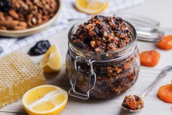 Mélange de vitamines et de fruits secs