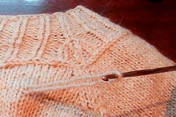 Bouffée sur un pull en tricot