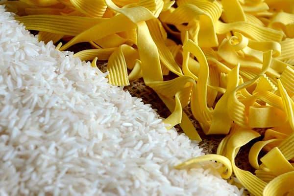 Riz blanc et nouilles aux oeufs